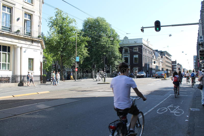 通勤者和骑自行车者在阿姆斯特丹 库存图片