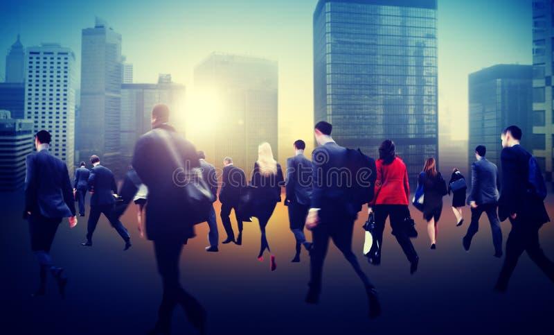 通勤者商业区走的人群都市风景概念