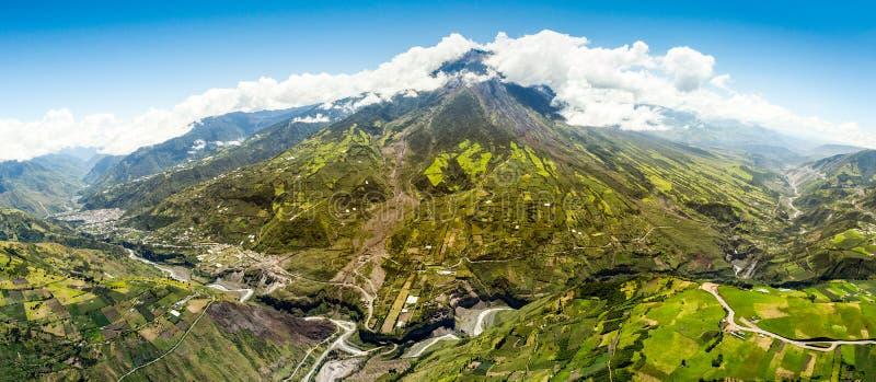 通古拉瓦火山全景天线射击 免版税库存图片
