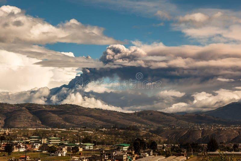 通古拉瓦火山火山的爆发 免版税库存照片