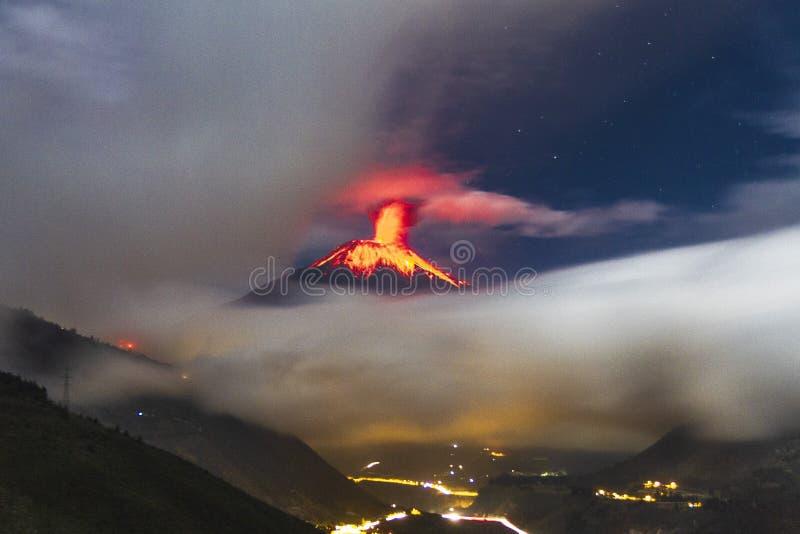 通古拉瓦省火山爆发 免版税库存照片