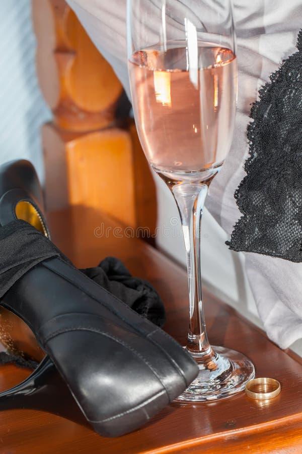 通奸 在博士以后的婚外的违法一夜演出事物 免版税库存图片