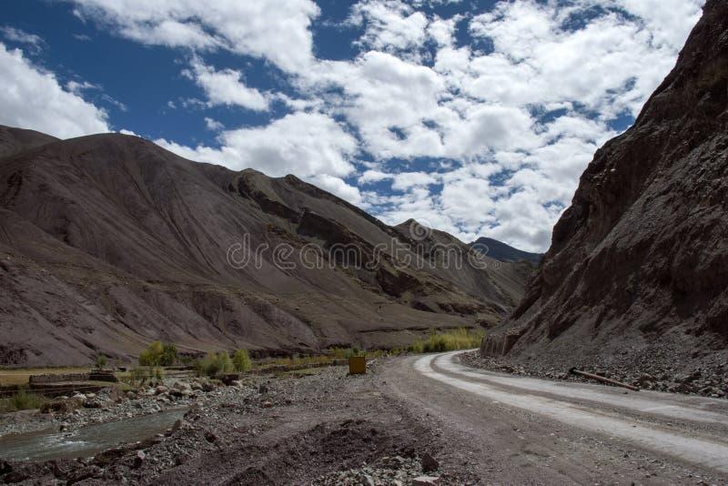 通往托索莫里·拉达克j&k印度之路 免版税库存照片