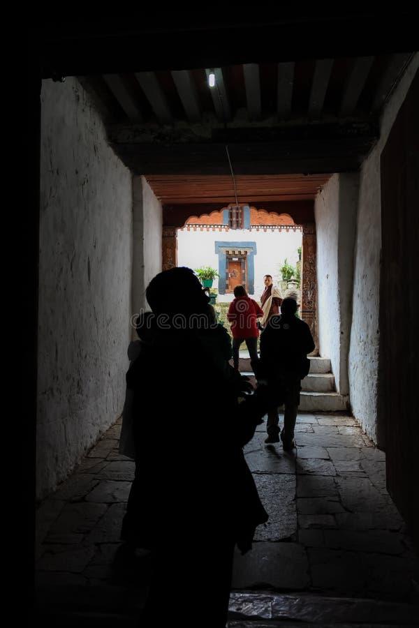 通萨,不丹- 2016年9月13日:旅游小组通萨Dzong,不丹 免版税图库摄影