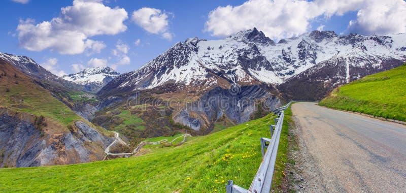 通行证Le Lautaret的全景 阿尔卑斯,法国 免版税库存照片