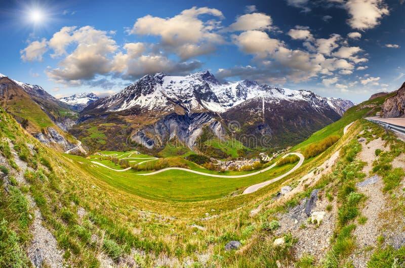 通行证Le Lautaret的全景 阿尔卑斯,法国 库存图片