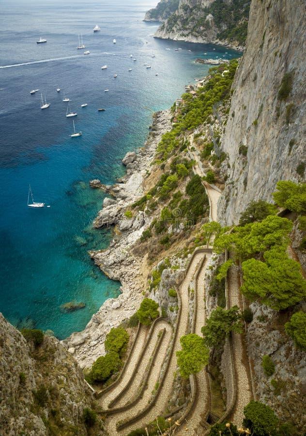 里岛地?_通过在卡普里岛海岛上的克虏伯在意大利