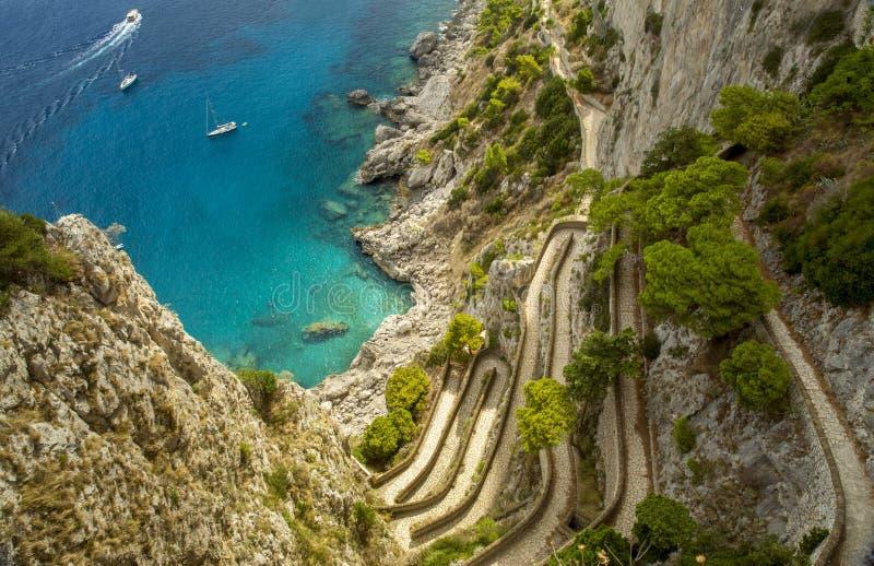 通过在卡普里岛海岛上的克虏伯在意大利 库存图片