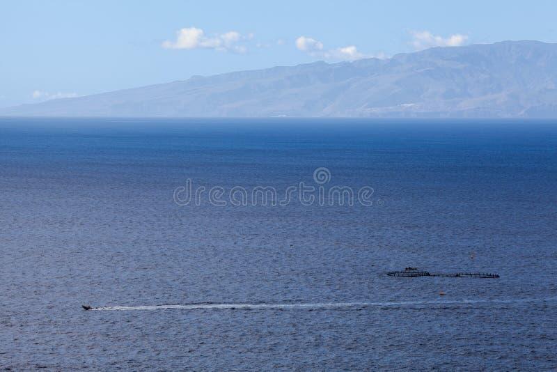 通过横跨大西洋的小汽艇 天际的,鸟瞰图,特内里费岛,加那利群岛,西班牙戈梅拉岛海岛 免版税库存照片