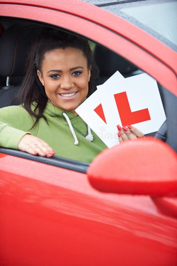 通过的十几岁的女孩驾驶检查 免版税库存照片
