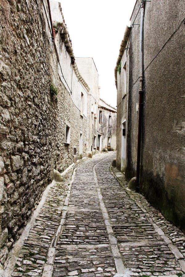 通过erice中世纪街道  免版税库存照片