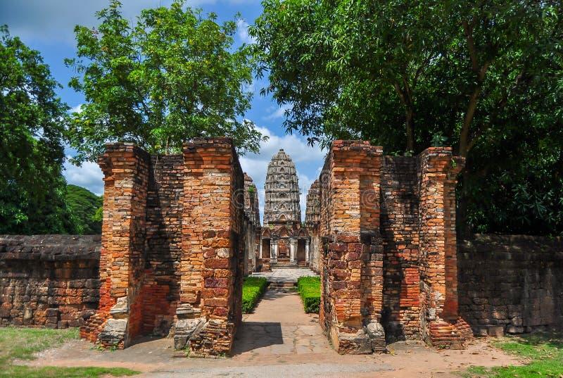 通过Sukhothai的门 免版税库存图片