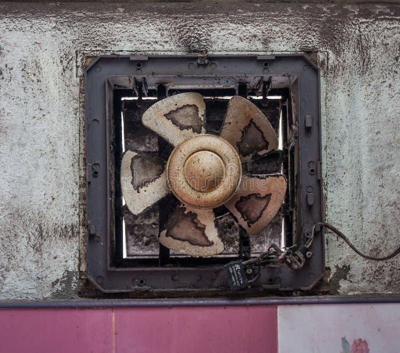 通风设备老水泥墙壁 免版税库存图片