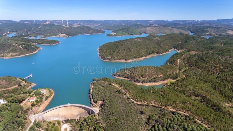 通风 从天空的照片,水坝用水Odiaxere填装了 图库摄影