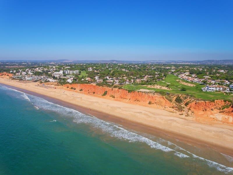 通风 从天空的照片,高尔夫球场Vale de Lobo 免版税库存照片