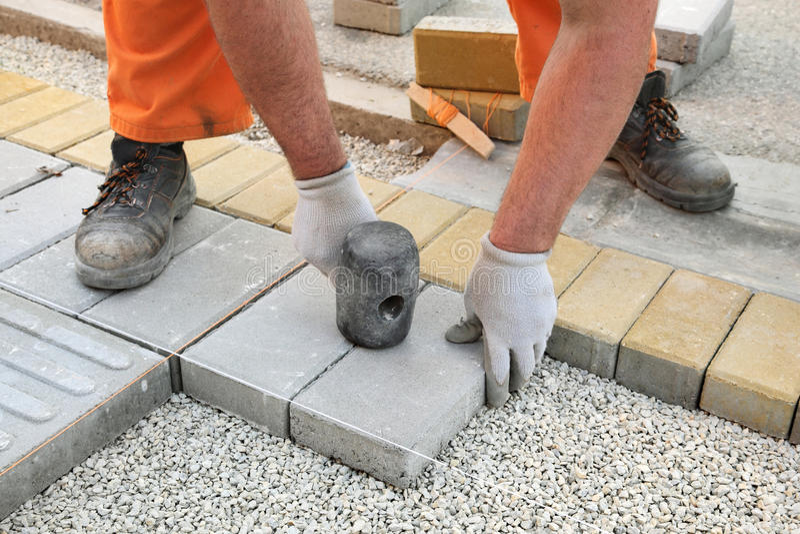 建造场所,砖摊铺机 免版税库存图片
