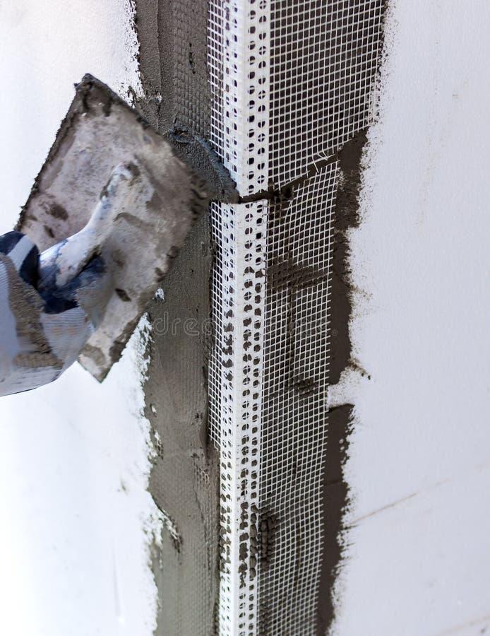 建造场所-安装外部保温 图库摄影