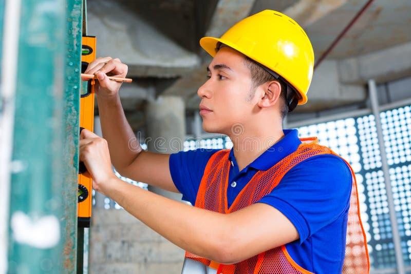 建造者或工作者控制大厦或建造场所 库存照片