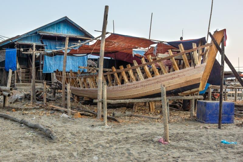 造船厂在小渔夫村庄 库存照片