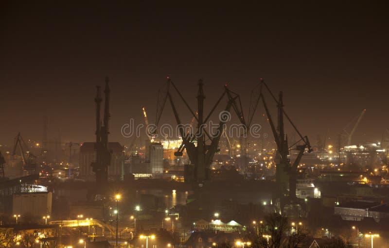 造船厂在格但斯克在晚上,波兰 免版税图库摄影