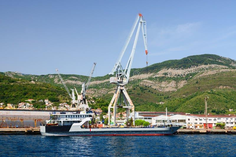 造船厂在Bijela在科托尔湾,黑山 免版税库存图片
