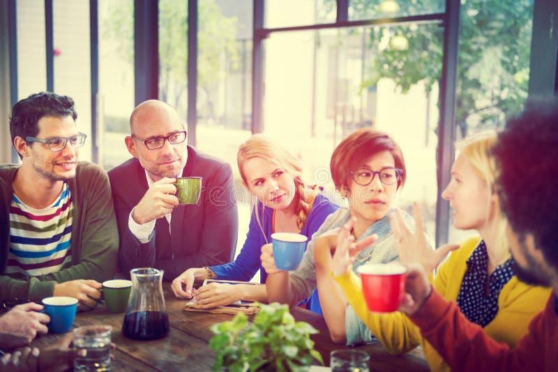 遇见研讨会的商人分享谈的想法的概念