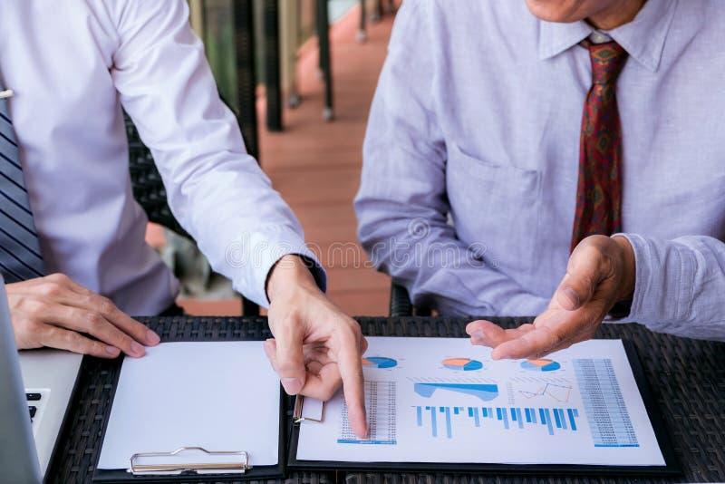 遇见礼物,投资者行政同事dis的企业队 免版税库存照片