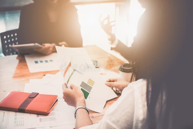 遇见设计想法概念的商人 小组投资者 免版税库存照片