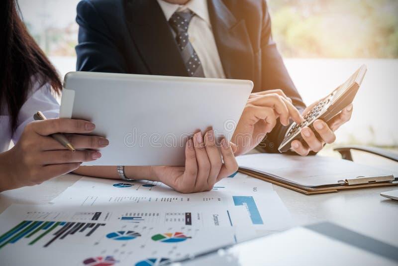 遇见设计想法概念的商人 小组投资者 免版税库存图片