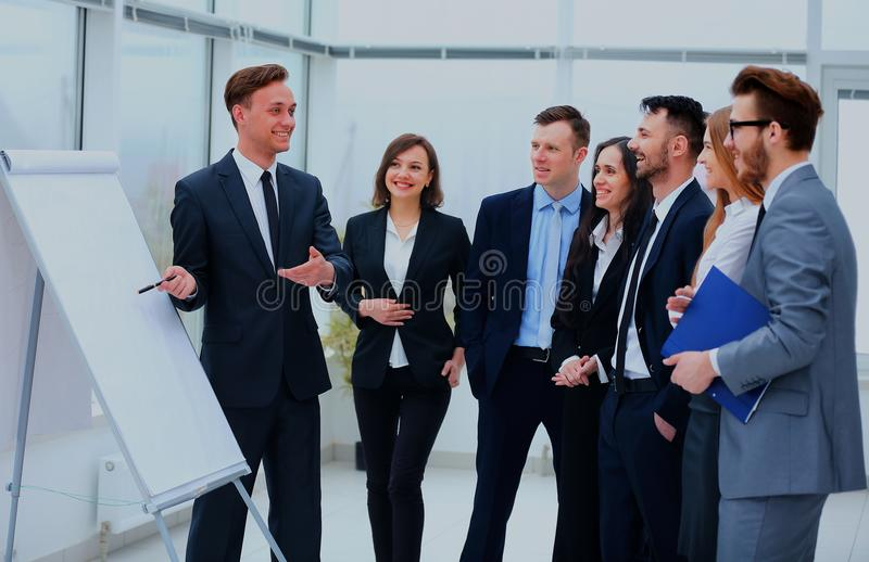 遇见通信讨论运作的办公室概念的商人 库存照片