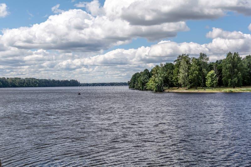 道加瓦河河拉脱维亚从Koknese城堡的夏天视图 库存照片