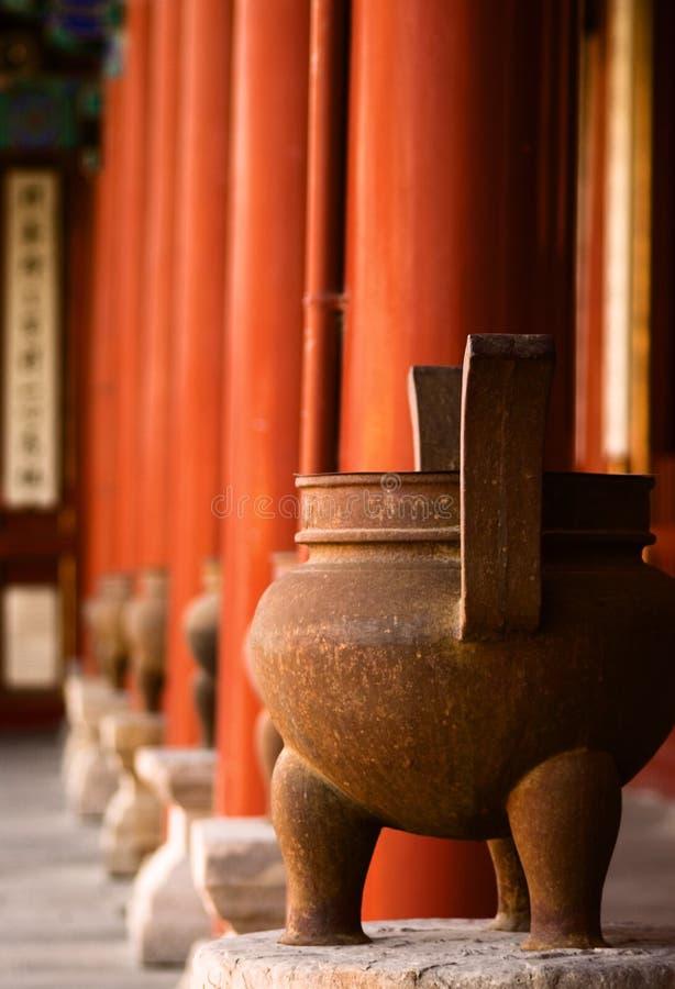 道士寺庙缸 库存图片