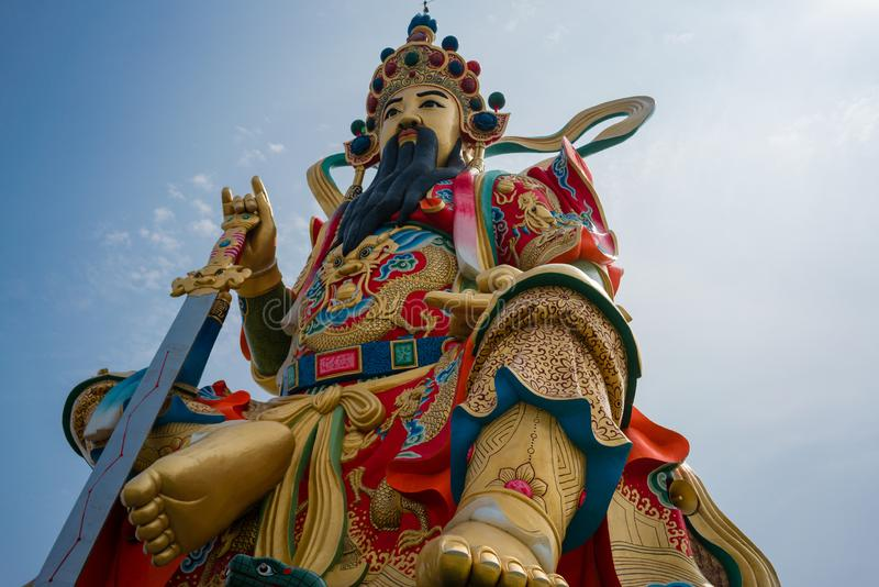 道士神在荷花池的轩天狮商代二雕象特写镜头  免版税图库摄影