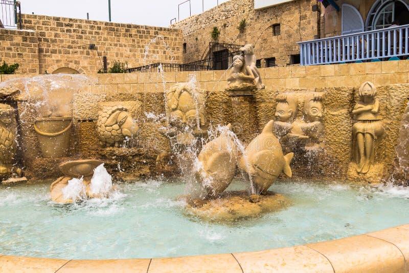 黄道带喷泉签署贾法角,特拉维夫 免版税库存图片