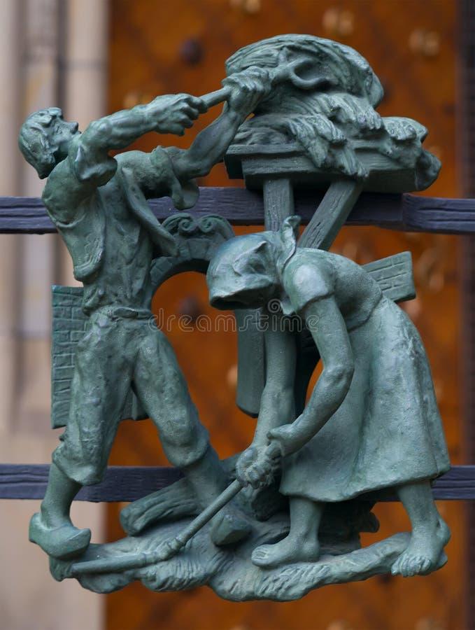 黄道带的小龙虾异教徒标志在金门St Vitus大教堂的在布拉格 库存图片