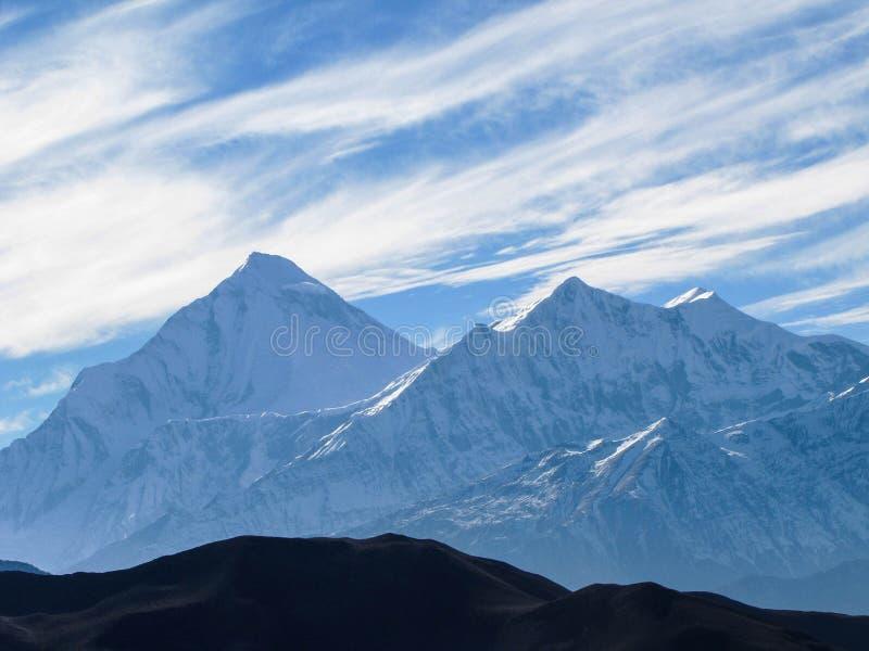 道拉吉里峰山顶在Muktinath村庄的  免版税库存照片