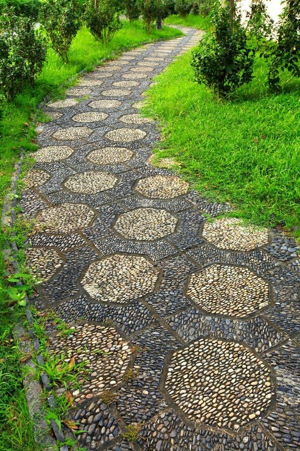 道路在中国庭院里 库存图片