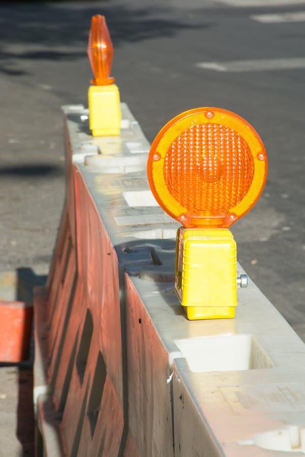 道路工程barries和反射器 免版税库存照片