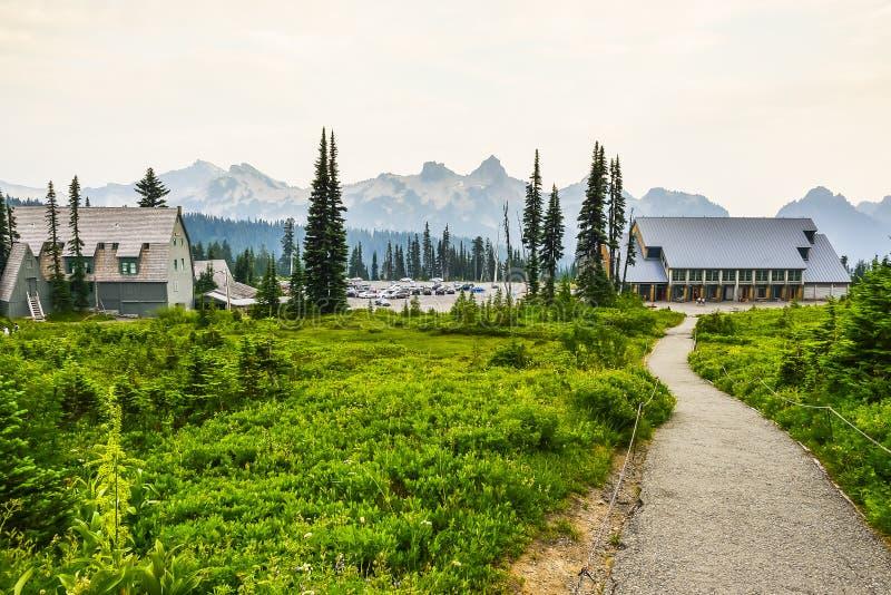 道路方式, mt更加多雨的国家公园,华盛顿,美国 免版税库存照片