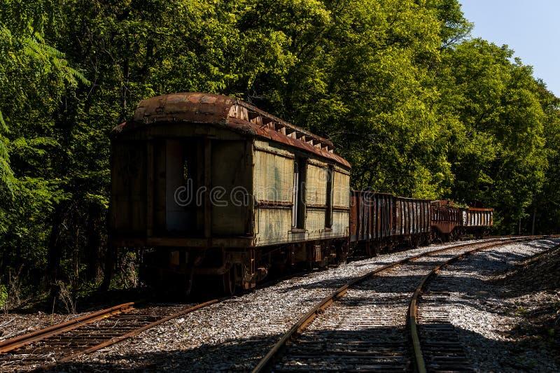遗弃列车车箱-被放弃的铁路在肯塔基 图库摄影