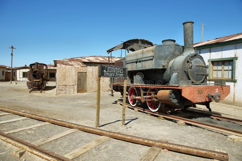 遗弃和生锈的蒸汽火车在Humberstone,智利 免版税库存照片