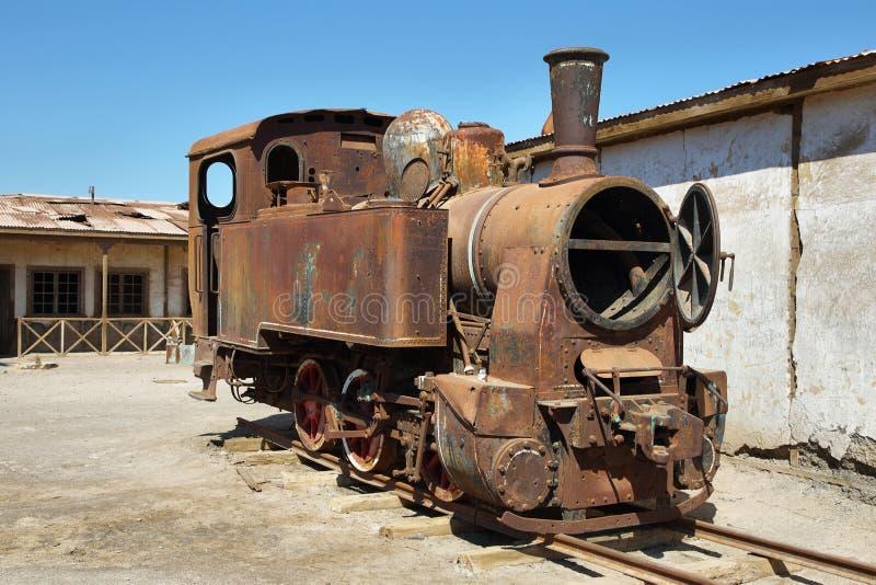 遗弃和生锈的蒸汽火车在Humberstone,智利 库存图片