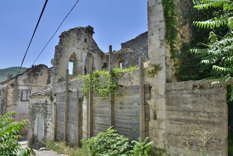 遗弃大厦在特雷比涅 库存图片