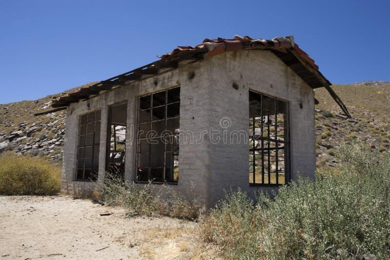 遗弃家在乡下 免版税库存照片