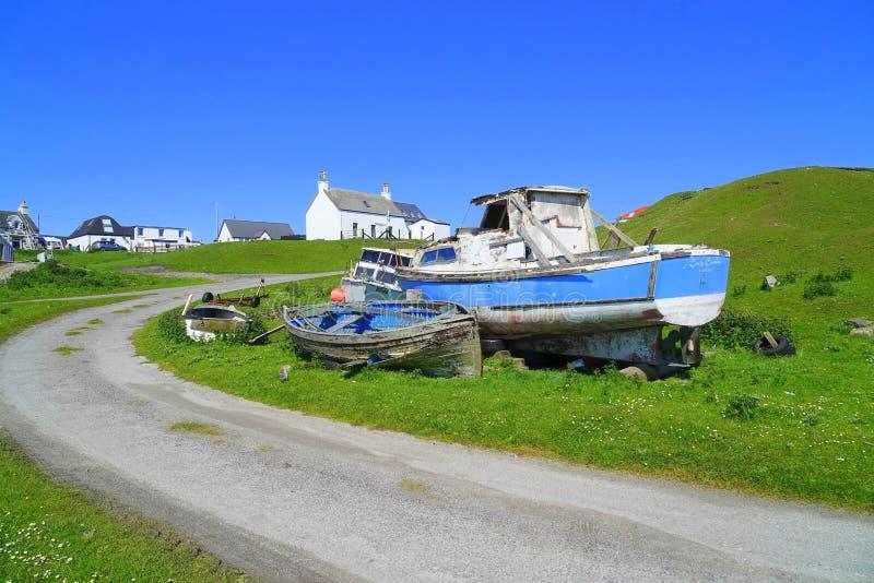 遗弃小船在海岛村庄 免版税图库摄影