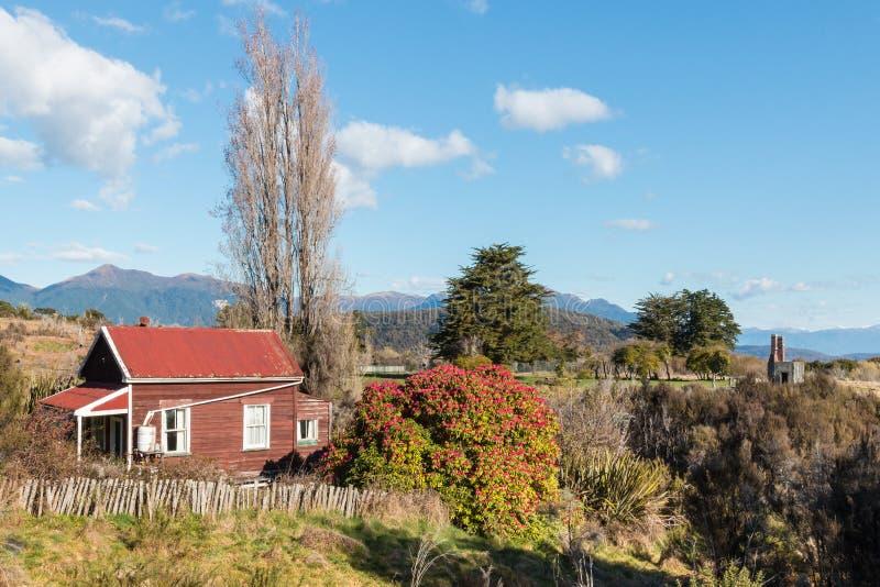 遗弃木小屋在Waiuta,西海岸,南岛,新西兰 免版税库存图片