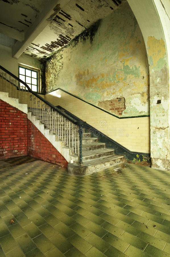 遗弃楼梯 免版税库存照片