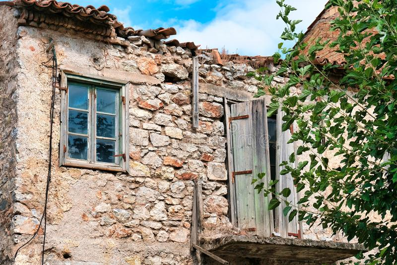 遗弃石头和泥灰浆议院,希腊 库存照片