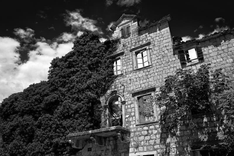 遗弃石议院在黑山 库存照片