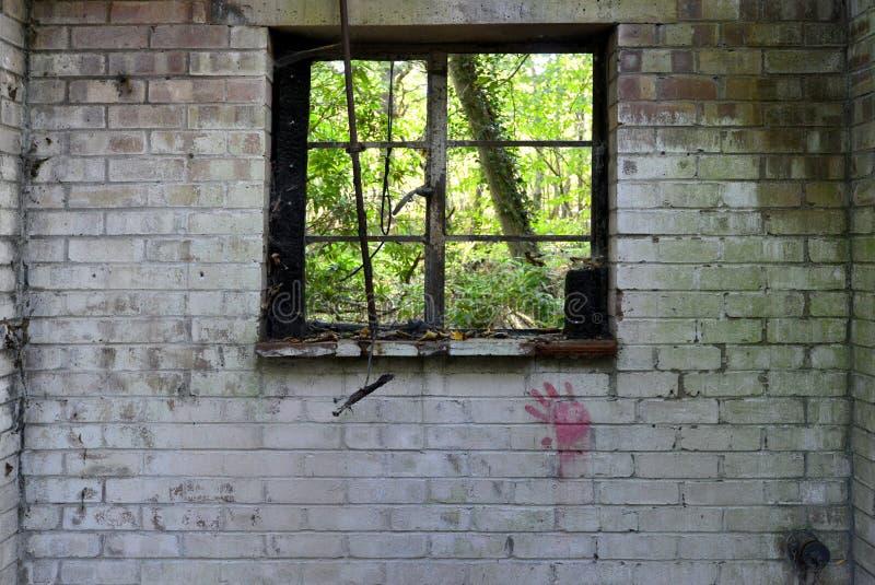 遗弃砖棚子 免版税图库摄影